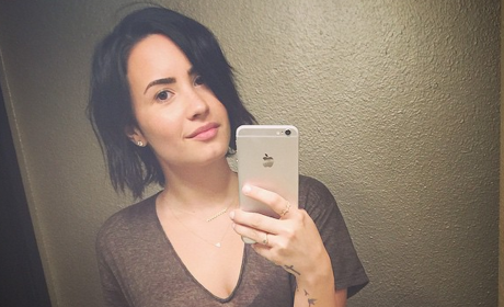 Demi Lovato!: No Makeup Selfie