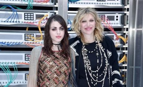Frances Bean Cobain and Courtney Love Photo 3