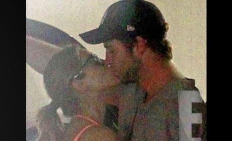 Eiza Gonzalez Kissing Liam Hemsworth!