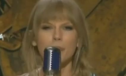 """Taylor Swift Gets """"Mean"""" at 2012 Grammy Awards"""