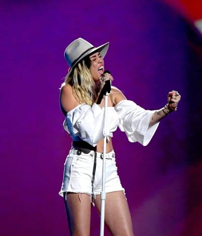 "Miley Cyrus Sings ""Malibu"""