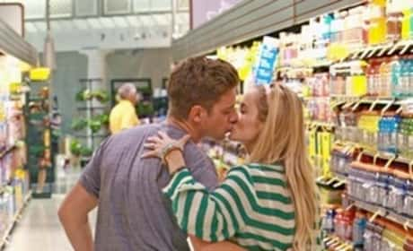 Emily Maynard, Jef Holm Kissing