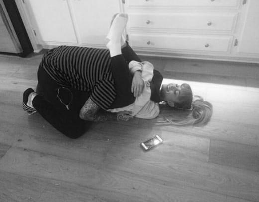 Ariana Grande Hugs Mac Miller Floor