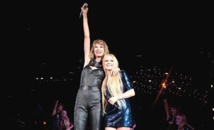 "Taylor Swift and Avril Lavigne Bury Beef, Sing ""Complicated"""