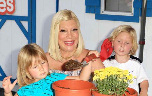 Tori Spelling, Kids