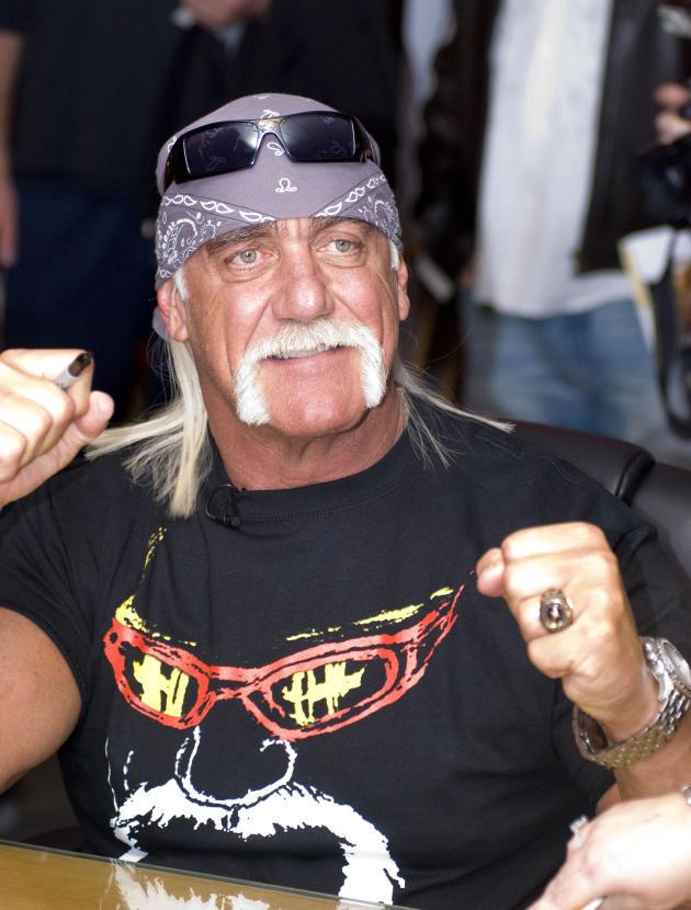 Hulk Hogan Autograph Signing