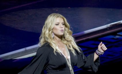Jessica Simpson, Giant Boobs to Host Pussycat Dolls Performance