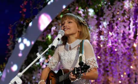 Grace VanderWaal Photograph