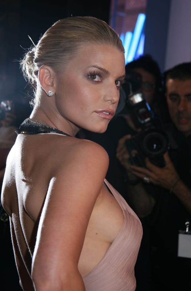 Jessica Simpson: Side Boob Alert!