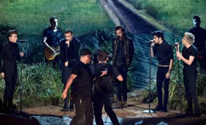 "One Direction Wins BIG at American Music Awards, Sings About ""Night Changes"""