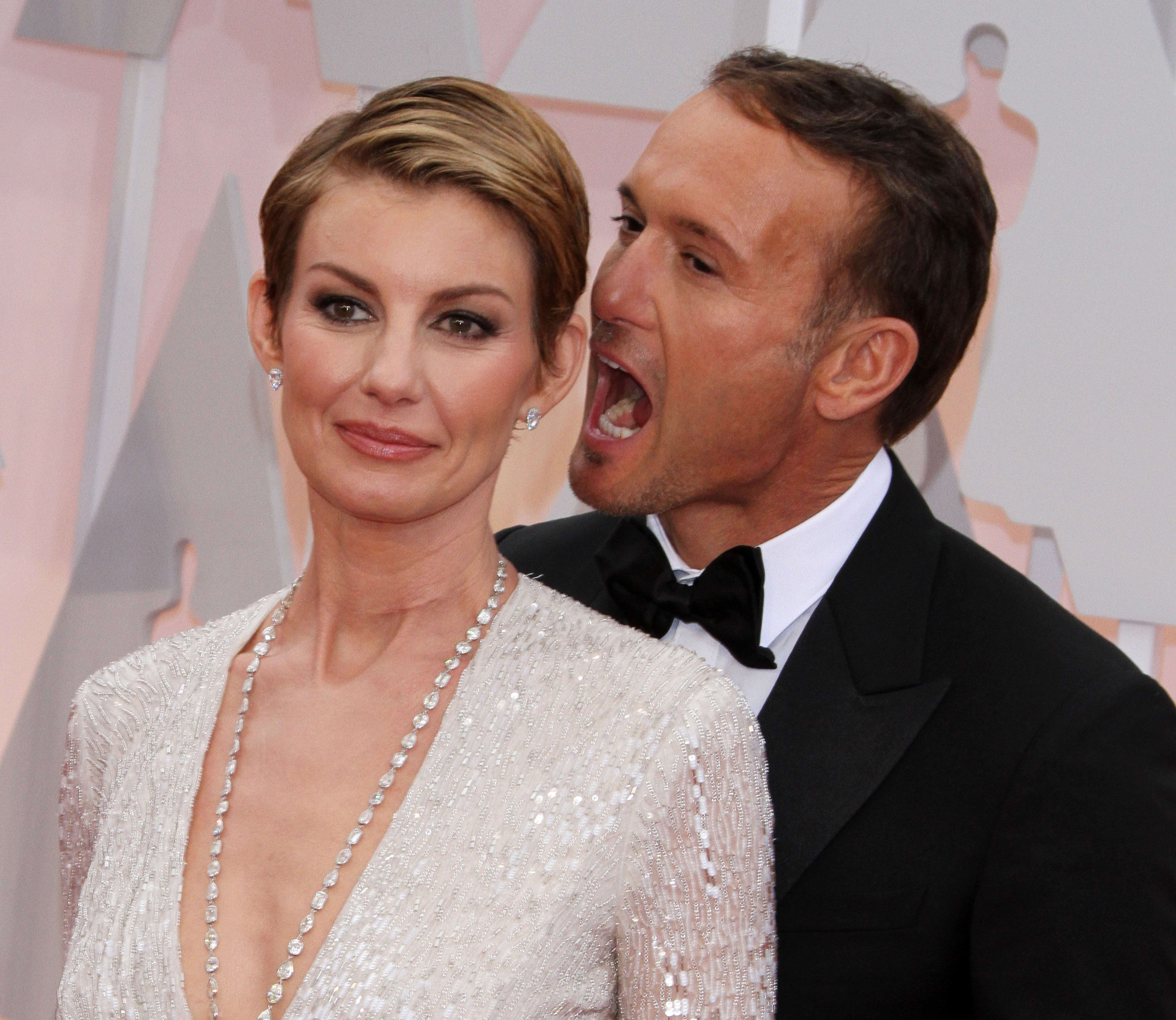 Faith Hill And Tim Mcgraw Rock Red Carpet Pda At Oscars