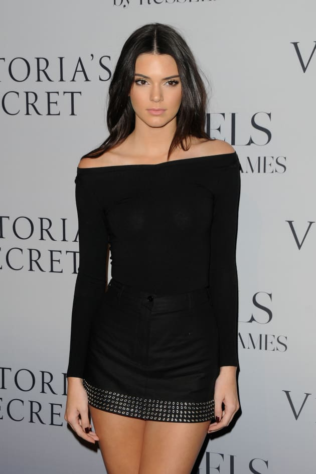 Kendall Jenner Calls Out Quot Perv Quot Photographer For Upskirt