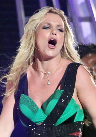 Britney Spears O Facing Hard