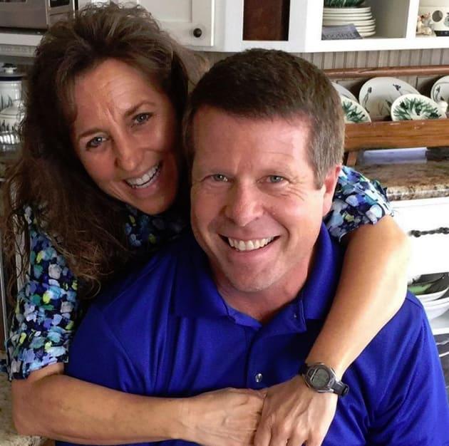 Jim Bob and Michelle Duggar, Kitchen Hug