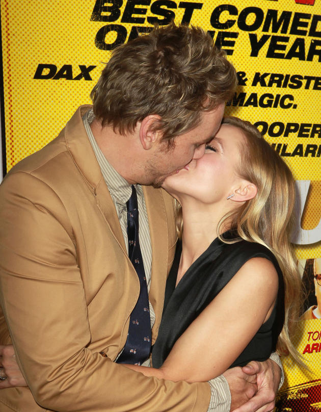 Dax Shepard and Kristen Bell Kiss