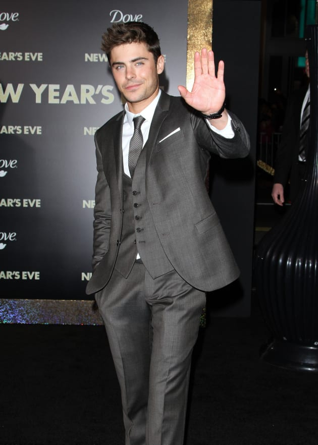zac efron at new year s eve premiere the hollywood gossip
