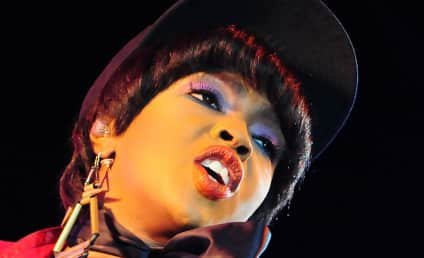 """Lauryn Hill Claims She Didn't Pay Taxes Because She """"Withdrew From Society"""""""