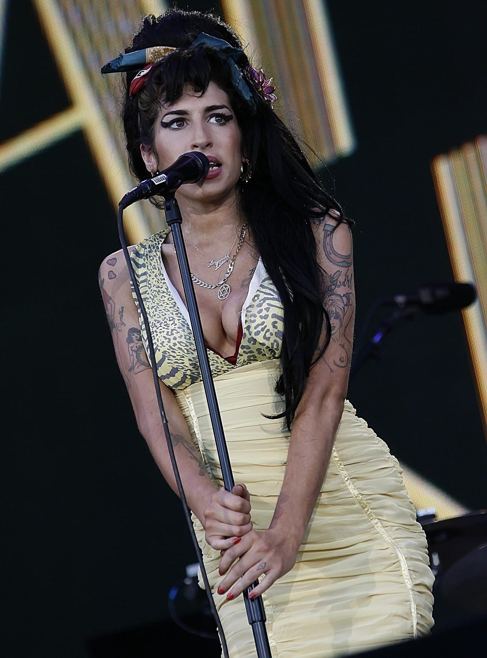 Selena gomez naked and horny