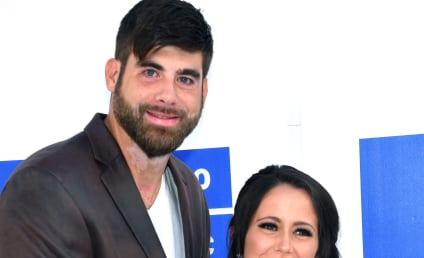 Jenelle Evans Shares Touching Picture of David Eason Touching Her Baby Bump