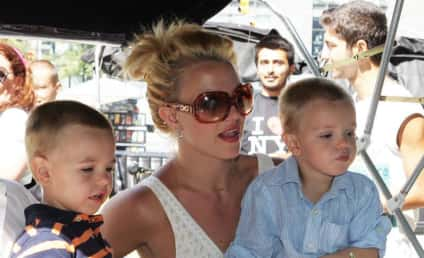 Celebrity News Photographers Follow Britney to the Can