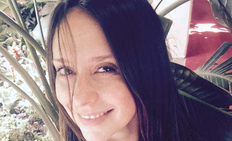 Jennifer Love Hewitt Covers Up