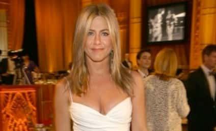 Jennifer Aniston vs. Angelina Jolie: Whose Leg Pose is Hotter?