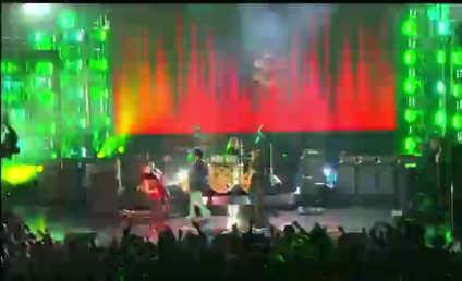 Prince Wins Icon Award, Performs (!) at Billboard Music Awards