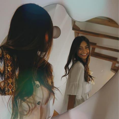 Melisa Zeta smiles in the mirror