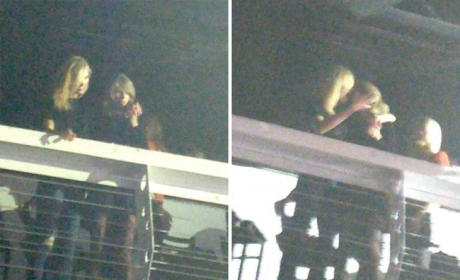 Taylor Swift, Karlie Kloss Kiss?