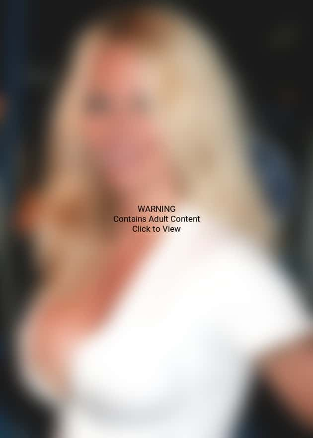 Pamela Anderson Cleavage Picture