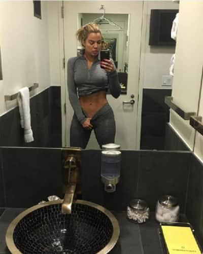 Khloe Photoshopped gym selfie
