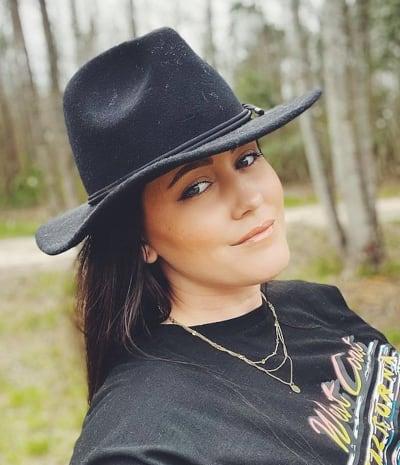 Jenelle Evans in Weird Hat