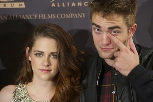 Kristen Stewart and Robert Pattinson Pose