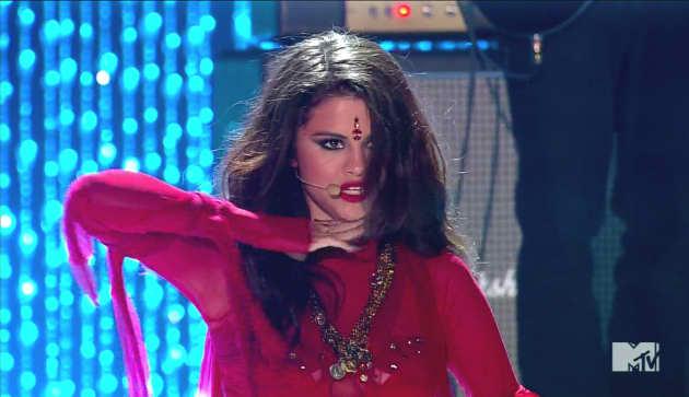 Selena Gomez Bindi