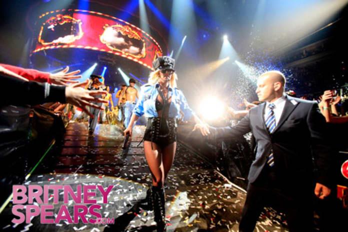 Resultado de imagem para britney circus tour