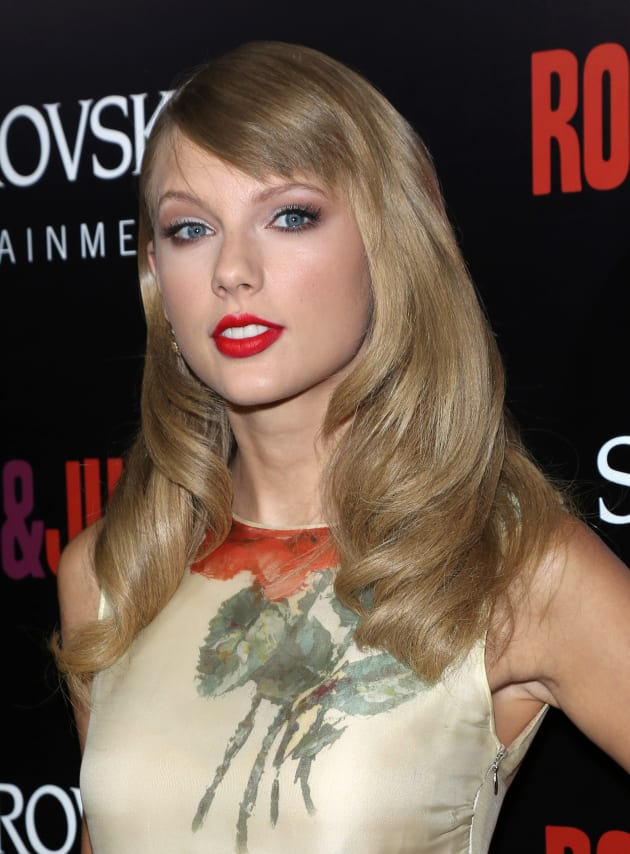 Taylor Swift Red Carpet Image
