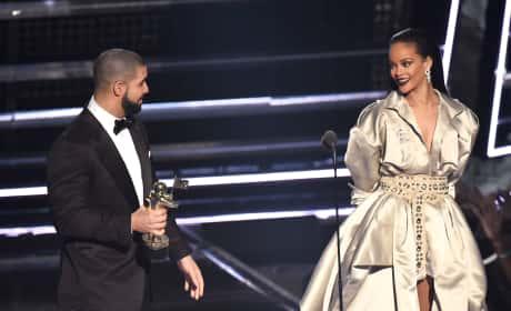 Rihanna Drake Love Look VMAs 2016