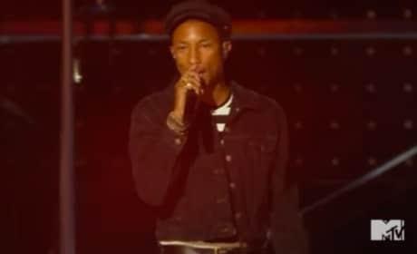 "Pharrell Sings for ""Freedom"" at 2015 VMAs"