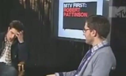 Robert Pattinson Loves Hot Girls!