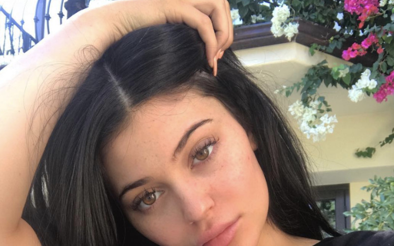5842b875cd45 K-POP NEWS: Travis Scott: Caught Cheating On Pregnant Kylie Jenner?!
