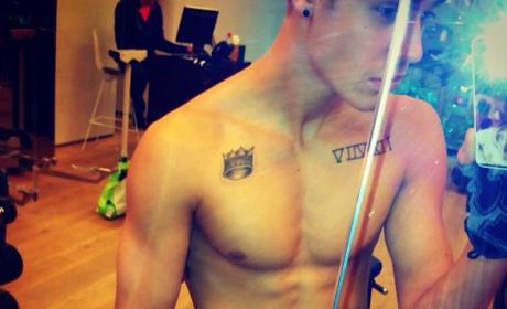 Justin Bieber Shirtless... Again