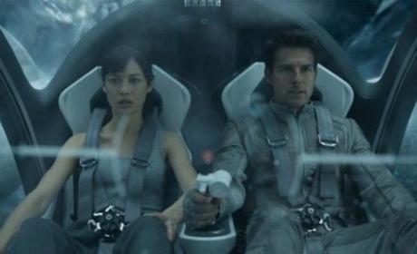 Tom Cruise and Olga Kurylenko in Oblivion