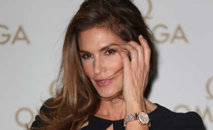 """Cindy Crawford Claims """"Unphotoshopped"""" Pic is Fake! See the Sexy Evidence Now!"""