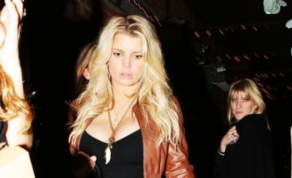 Jessica Simpson Tweets: Melrose Place is Crap