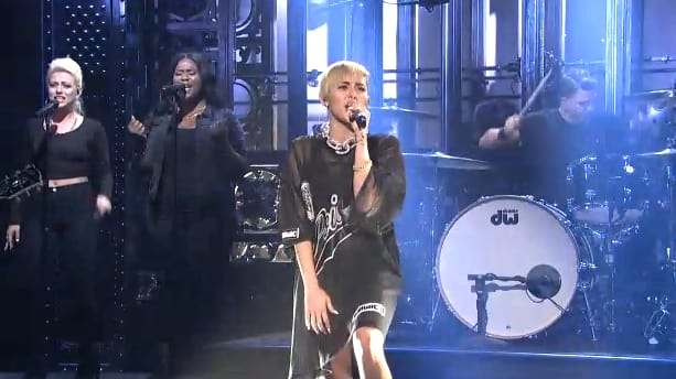 miley cyrus snl skits howd she do the hollywood gossip