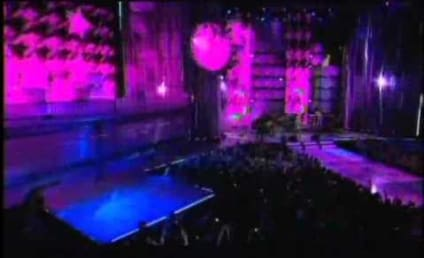 """Avril Lavigne Performs """"What the Hell"""" at MuchMusic Video Awards"""