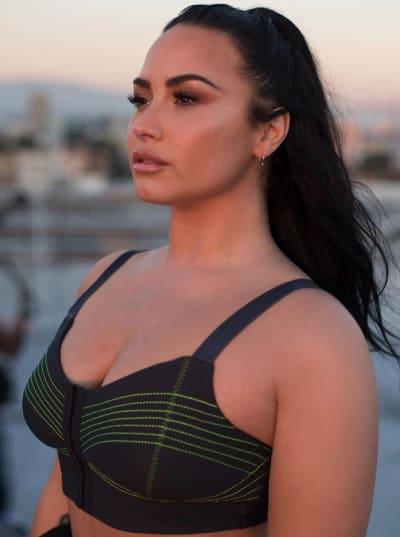 Demi Lovato Body