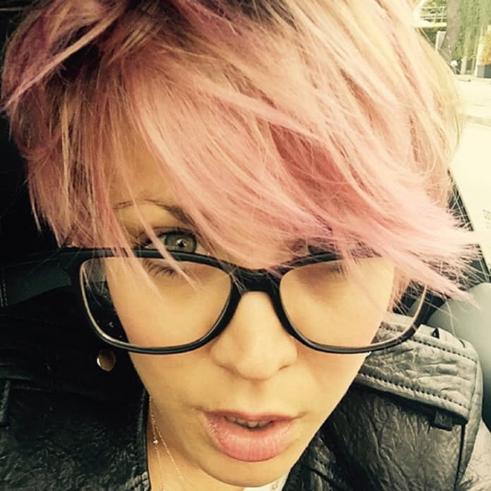 Kaley Cuoco Sweeting Goes All Pink See The Photo The Hollywood