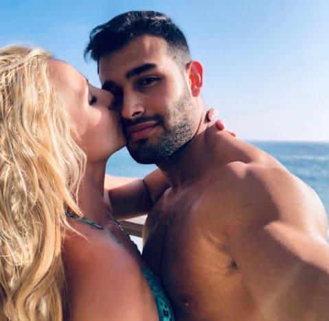 Britney Spears Kisses Sam