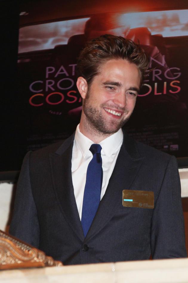 Robert Pattinson, All Smiles